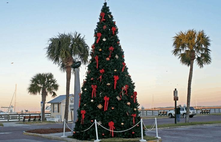 Christmas Tree in Fernandina Beach || Amelia Vacations